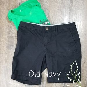 OLD NAVY EVERYDAY SHORT IN BLACK, SIZE 8